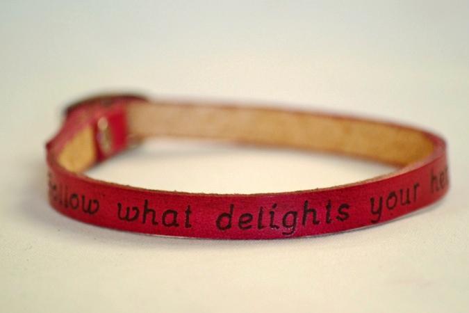 bracelet_dark_pink_single_delight-675x450