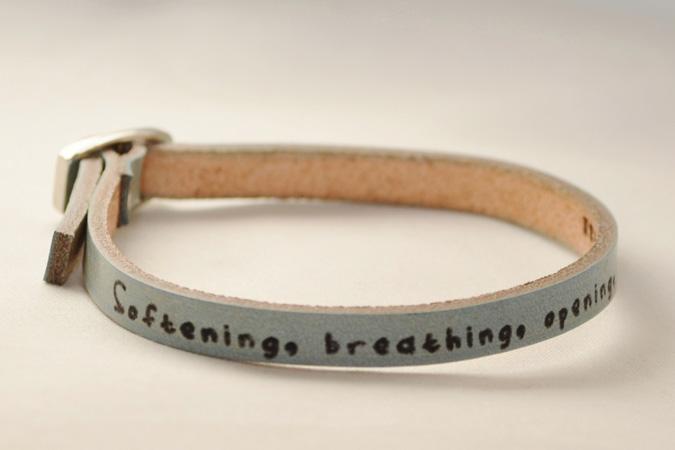 bracelet_light_blue_single_softening-675x450